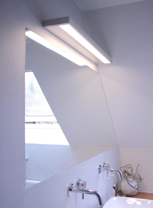 inloopdouche, badkamer, natural, betonlook, hout, stuc, wandkraan, stortdouche, lamp