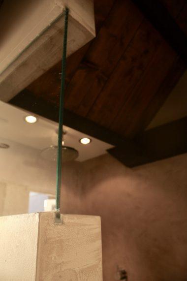 Raam verwerkt in de muur